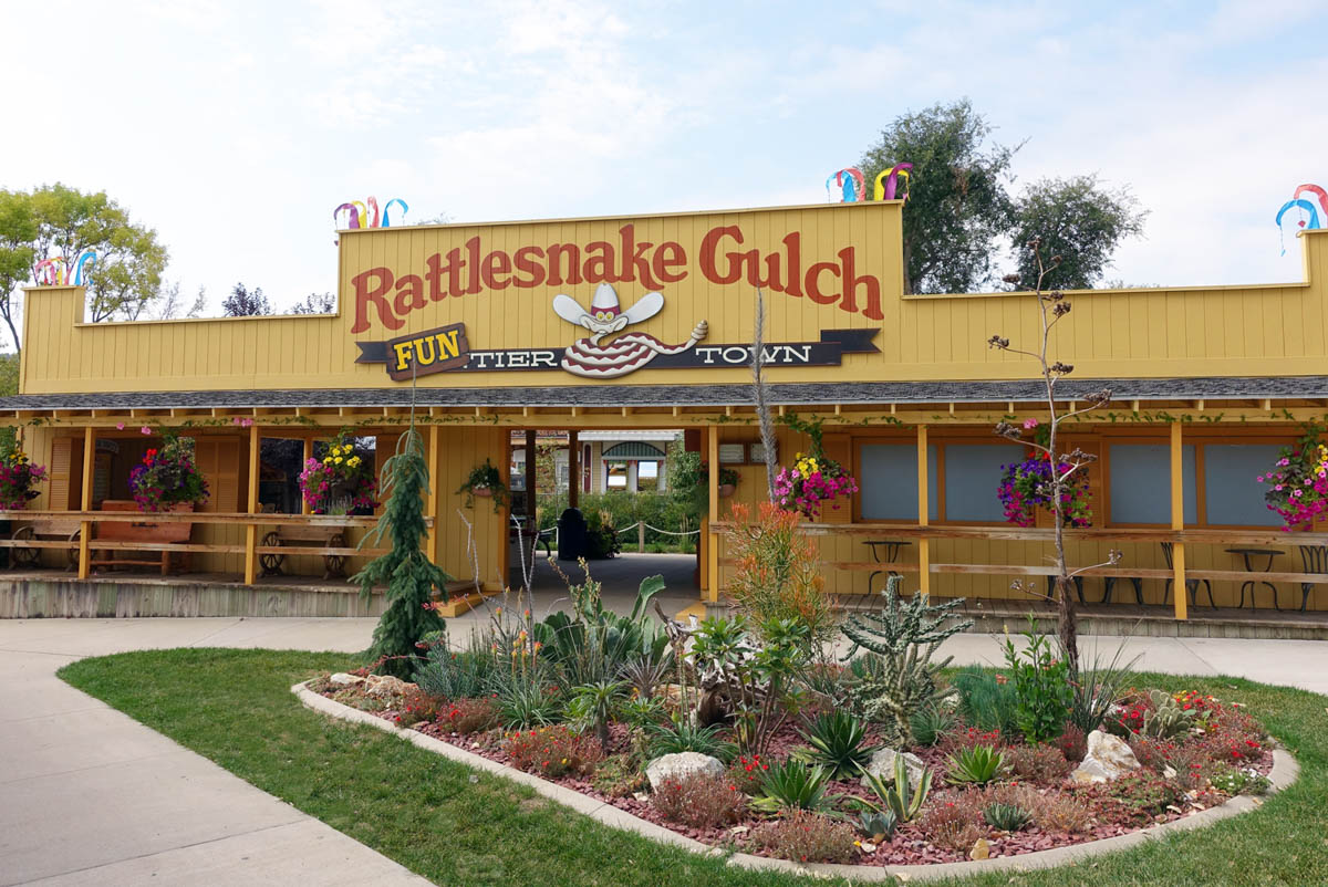Image of the entrance of Rattlesnake Gulch, the Funtier Town at Reptile Gardens.